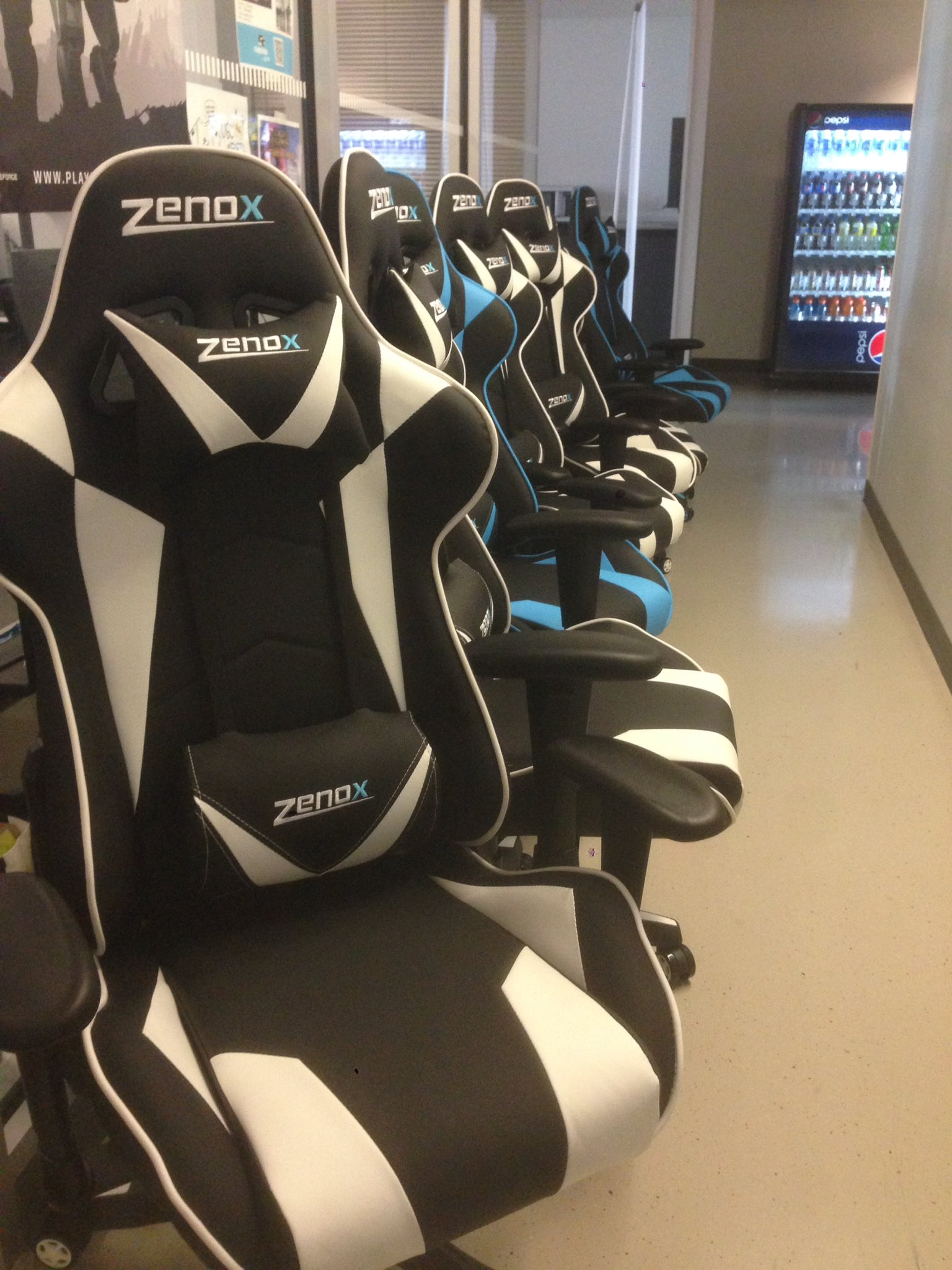 Swell Ubc Esports On Twitter Putting Together New Zenox Pluto Machost Co Dining Chair Design Ideas Machostcouk