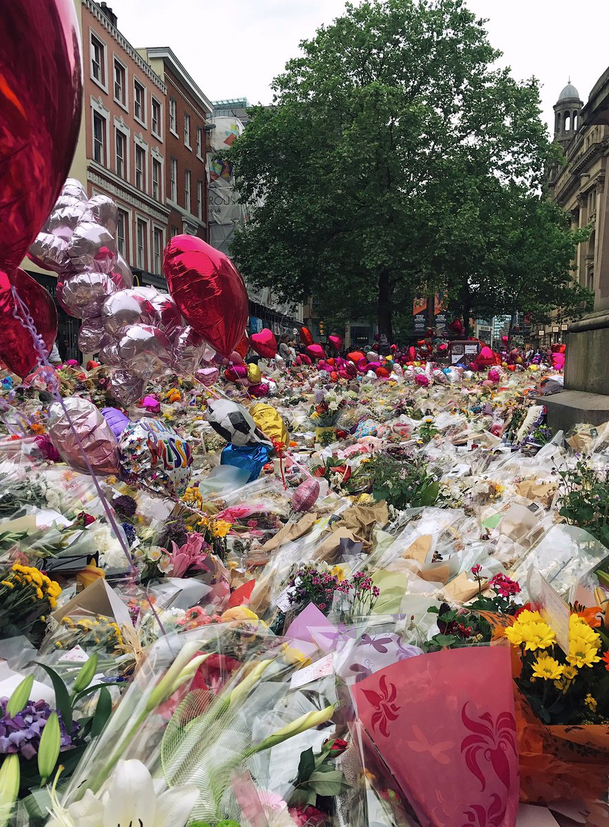 im in manchester today and i have to share one of the most moving sights ive ever seen.. the street was completely filled with this.. 😔💐
