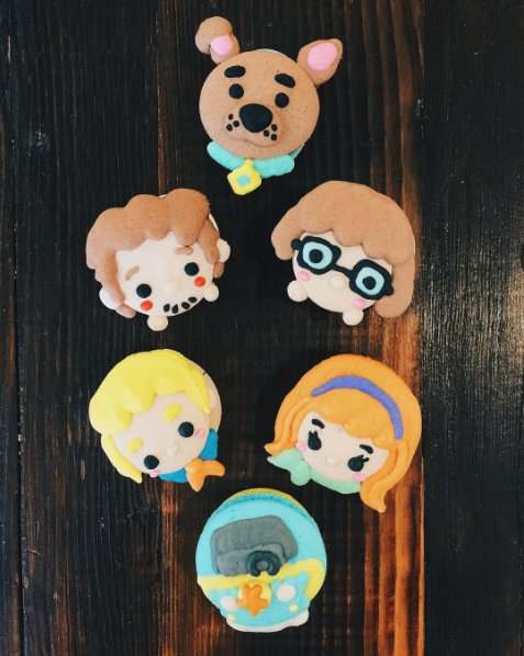 Scooby Snacks! (😋 : @honeyandbutter) #MacaronDay https://t.co/dMA1MSoL...