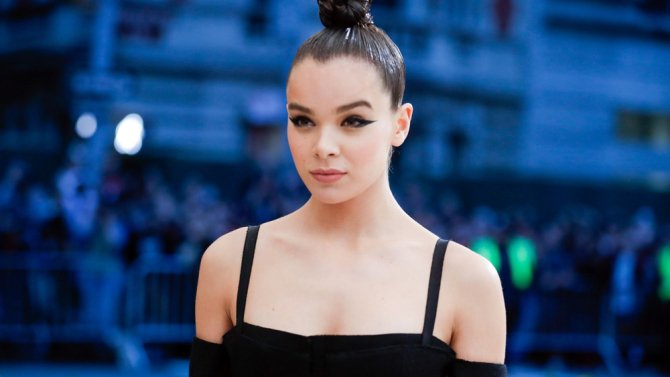 #HaileeSteinfeld is eyeing the #Transformers spinoff #Bumblebee: https://t.co/wCGMQyOnV0