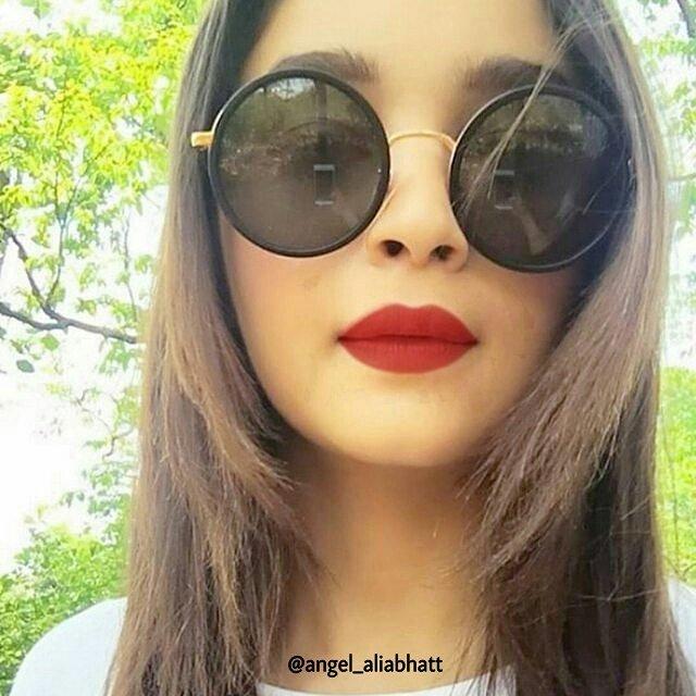 Selfie Queen  @aliaa08  #AliaBhatt #angel_aliabhatt #selfie #queen #cute #love #Bollywood #FolloMe<br>http://pic.twitter.com/VlwgO6GX1E