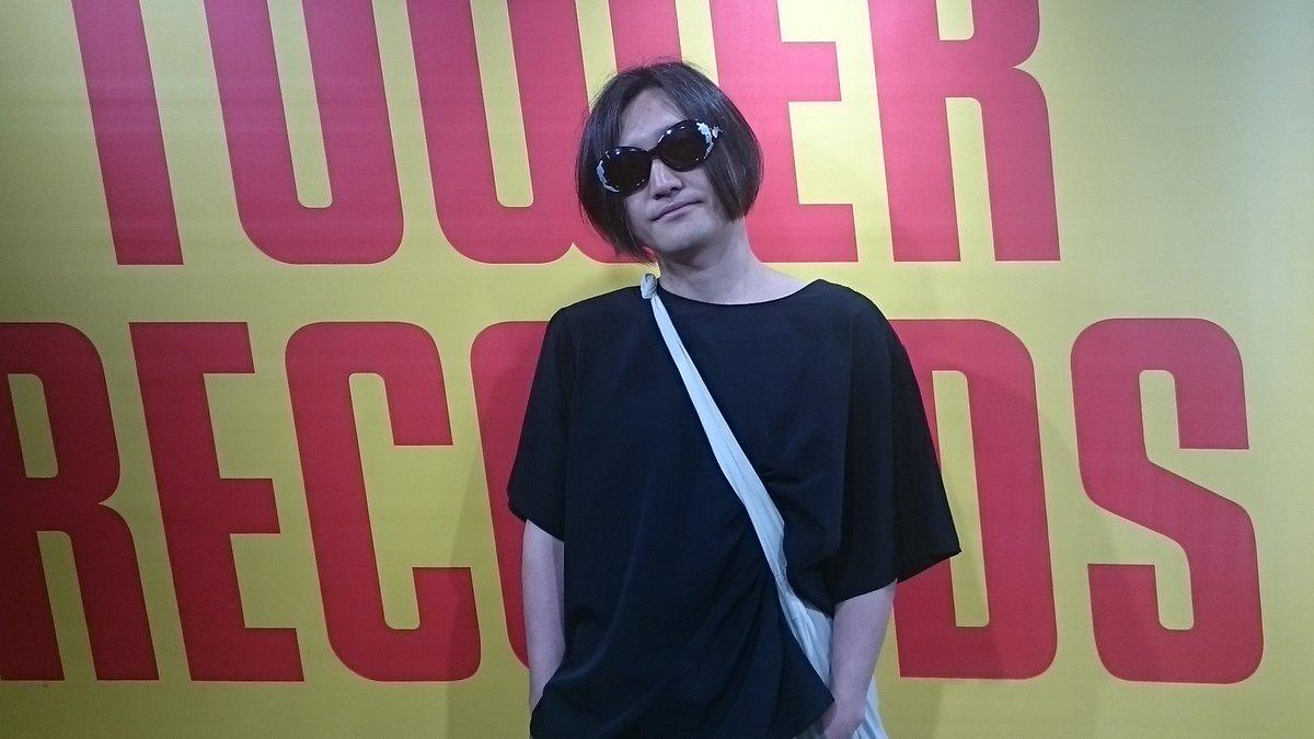 髭から須藤寿さんがご来店されました! 先週リリースされたアルバム「すげーすげー」も好評発売中。6月24日には福岡CBにてレコ発ライブ決定!是非こちらもチェックしてみてください(^^)/ #髭 #須藤寿