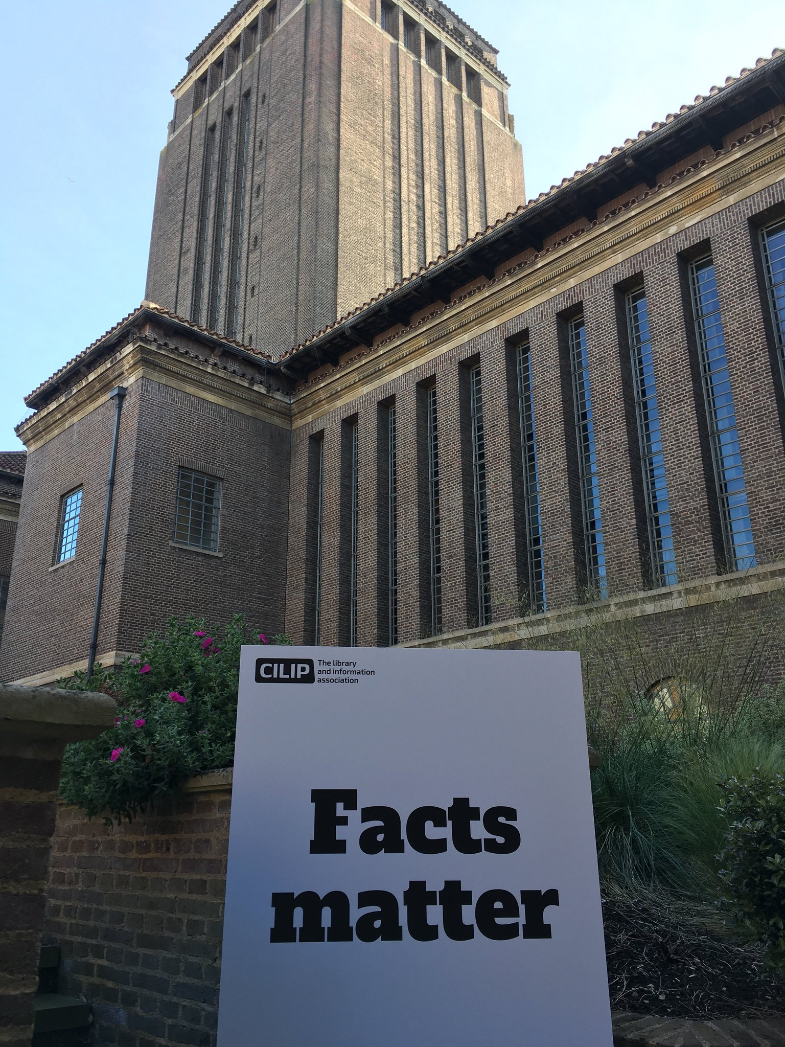 Getting ready to talk about why #FactsMatter tonight @theUL in Cambridge https://t.co/9Gb5iDoiWE https://t.co/m4CEJBw8zA
