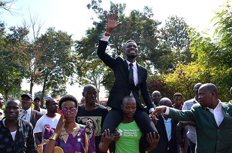 #Uganda #Kyadondo: Kiwedde @HEBobiwine tell them #VoteForChange #VoteLabour #onelove #ForeverRoyal #ghetto #Presidentielle Pic; Badru K <br>http://pic.twitter.com/R8eTp8Xx4H