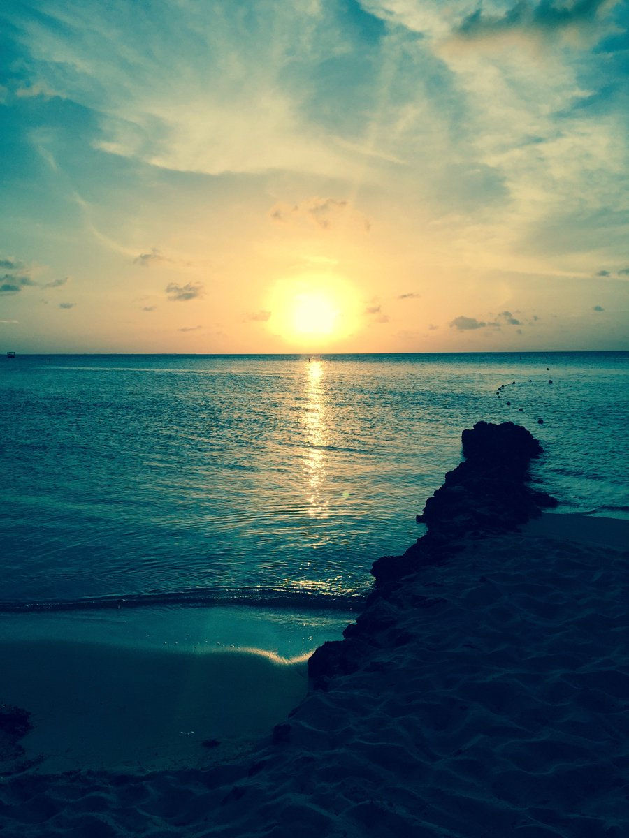 Au Revoir, dear Cayman.  You were Grand, indeed. Until next year...#Rumpointsunset  #grandcayman https://t.co/e19xsuv9Un