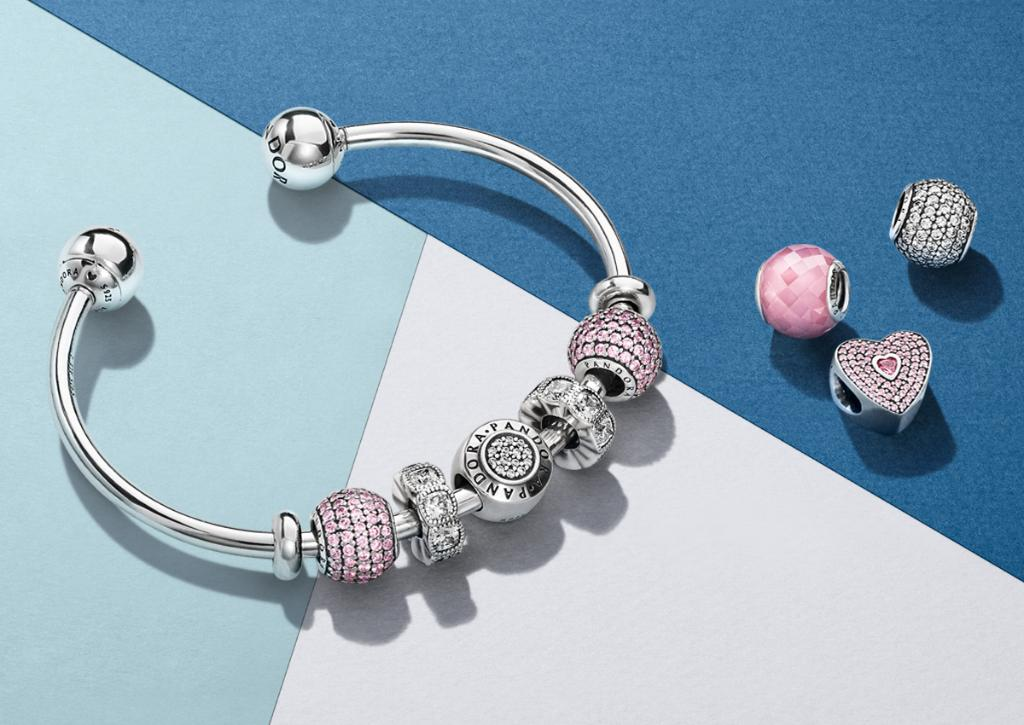 fcd18369f #PANDORALoves the brand new Moments Open Bangle, with interchangeable end  caps and room for your favourite charms http://po.st/BjZfqZ pic.twitter.com/  ...