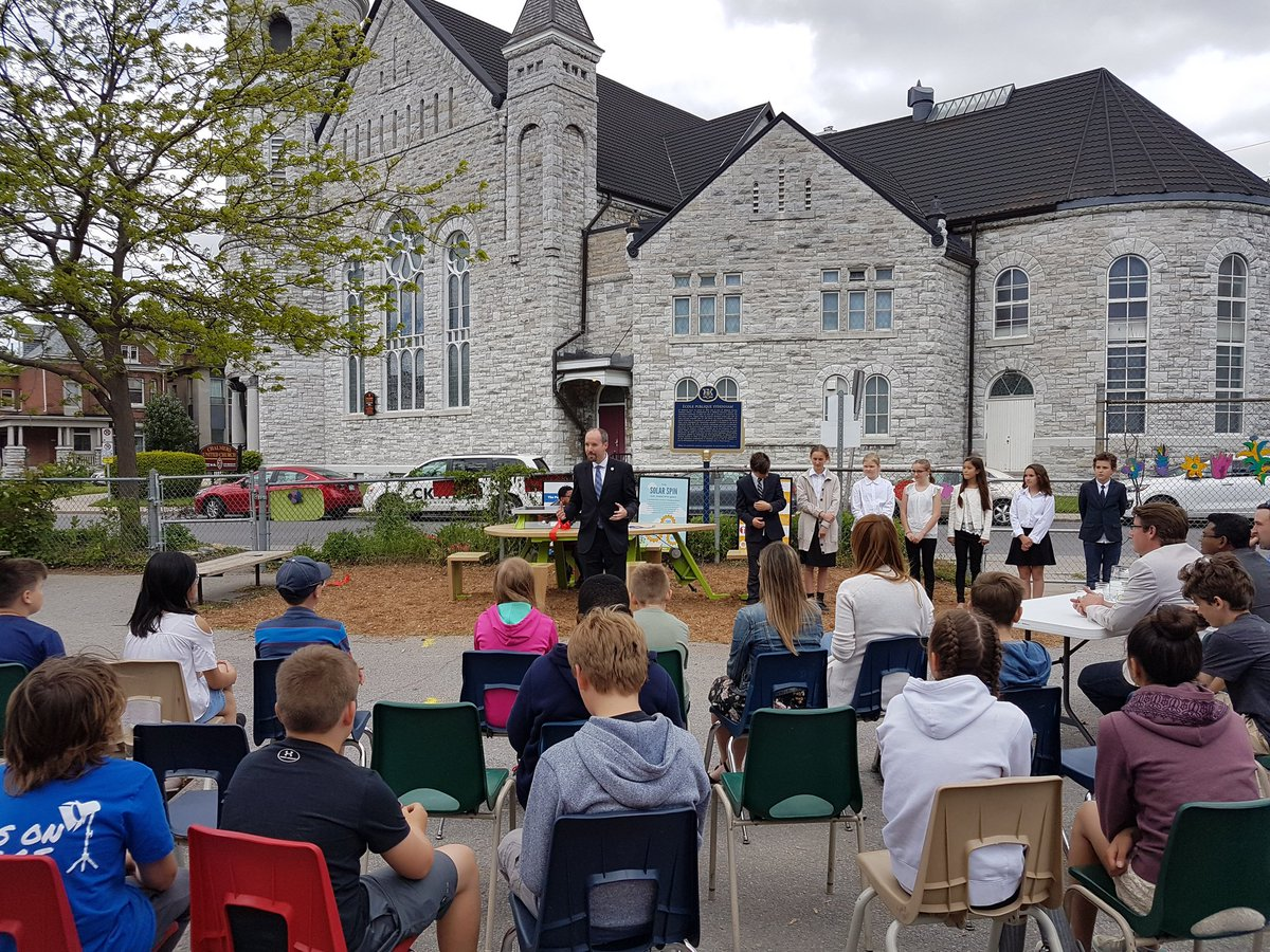 Bryan Paterson On Twitter Impressed By Students At Sydenham Public School And Their Innovative Outdoor Phone Charging Station