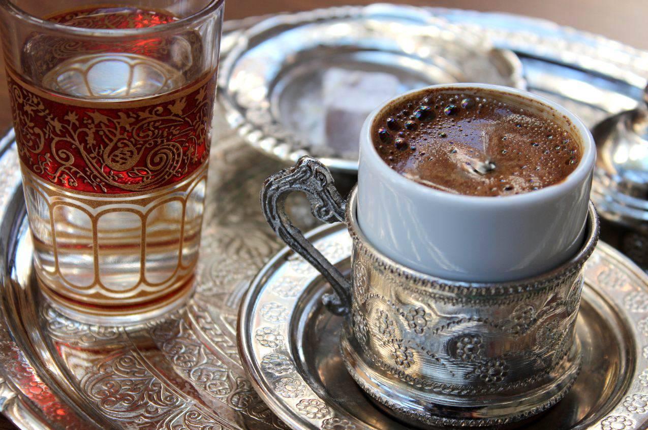 Greseli care iti transforma cafeaua in otrava pentru organism