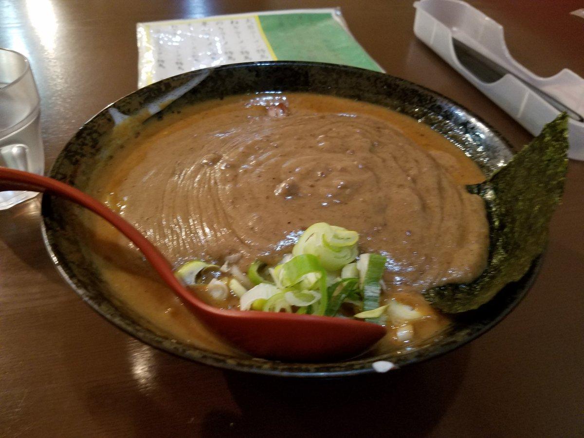 レンゲが…スープの上に立ってる… https://t.co/nXvbPzeBJg