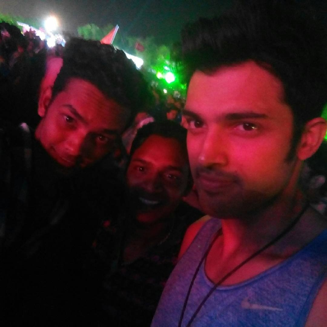 2017 05 parth samthaan family - Parth Samthaan With Fans In Goa Fanfiemoment 2k15 Cto Br Http
