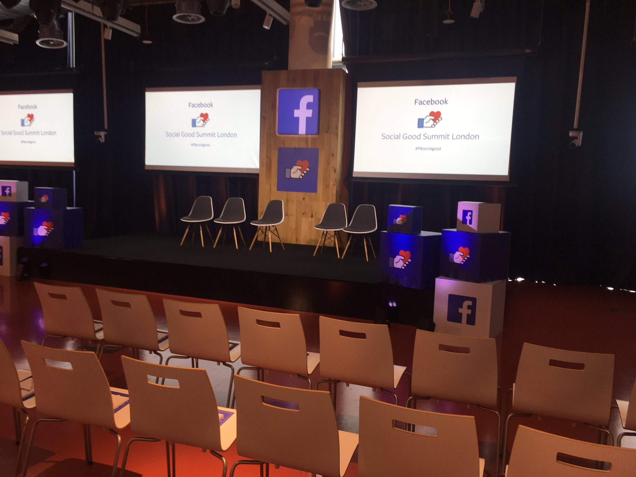 Nervously awaiting my turn to sit in one of those chairs on a @WorkplacebyFB panel at #FBsocialgood today. https://t.co/3zyu62AgtW