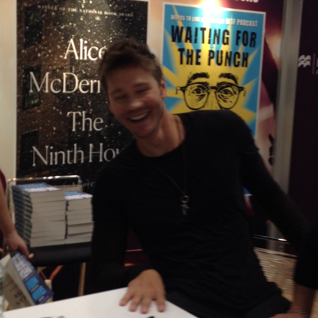 Didn't have time to ask @ChadMMurray why he wasn't in the @GilmoreGirls revival, but did see him at #bea2017 https://t.co/IflBaC8qjc