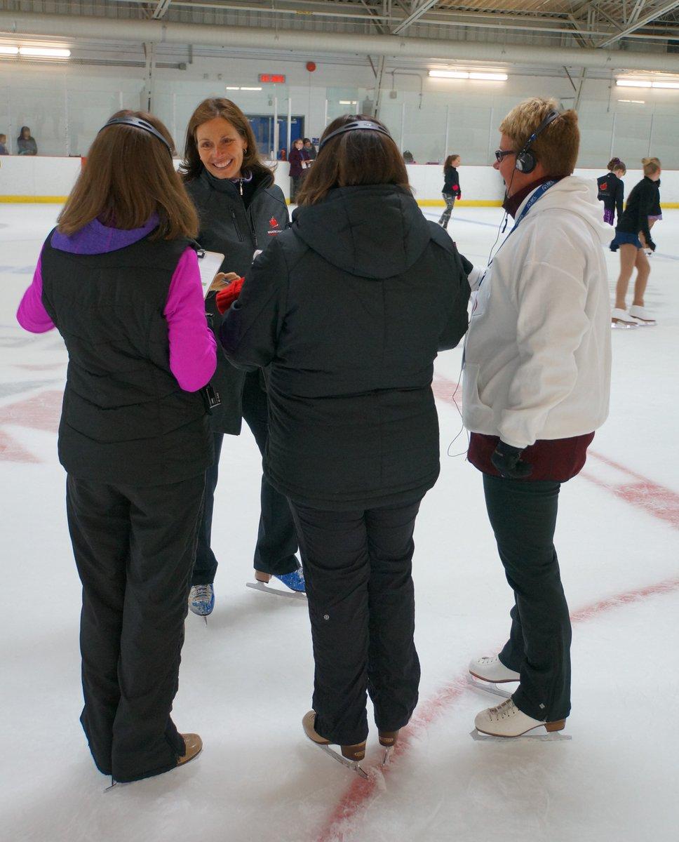 Брайан О́рсер / Brian Orser & Toronto Cricket Skating Curling Club - Страница 3 DBVfgwHVYAAuOAe