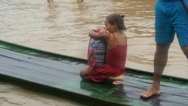 Garota comove internet ao salvar livros de enchente em Pernambuco https://t.co/Ym8tOSXQqi