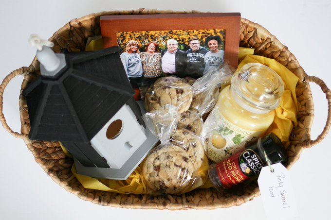 DIY Housewarming Gift Basket to Warm up a New House