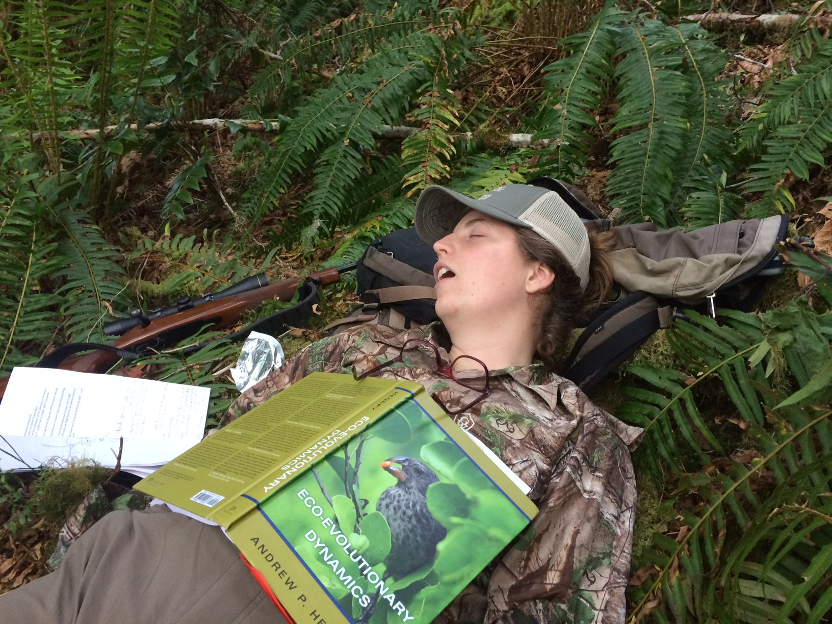 Didn't see any bears while hunting, but I got a chapter read!!  @EcoEvoEvoEco #PeopleWhoFellAsleepReadingMyBook @NovakLabOSU https://t.co/MVLtQpUpjB