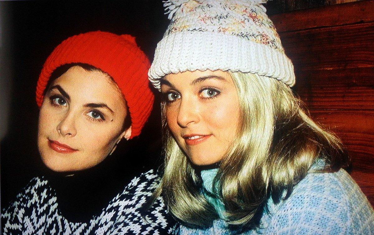 "SimonBarreBrisebois on Twitter: ""Thoughts regarding a Season 1 detail in  #TwinPeaks. A possible short friendship between Audrey Horne & Laura Palmer  before the series start… https://t.co/l7KFjqb09M"""