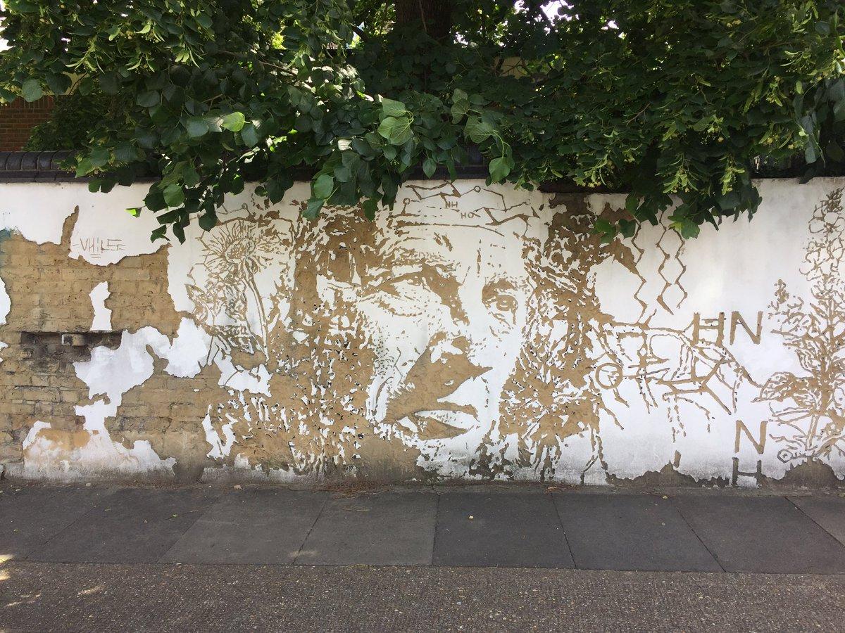 Always love seeing this @vhils1 in #Hackney #Streetart https://t.co/8JP4ciCAjH