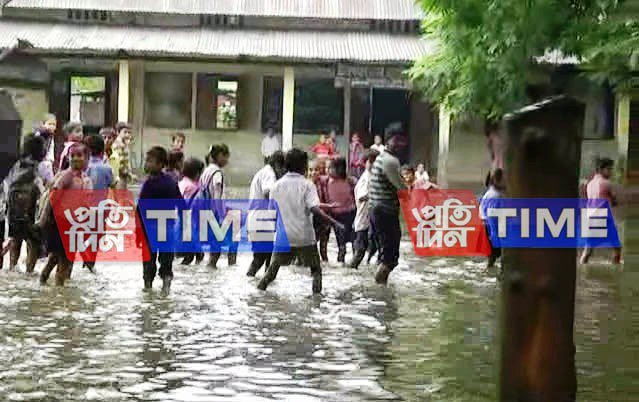 #Silapathar, #Nowboicha in grip of floods; several villages drawn in water #Assam<br>http://pic.twitter.com/uT99jPffpJ
