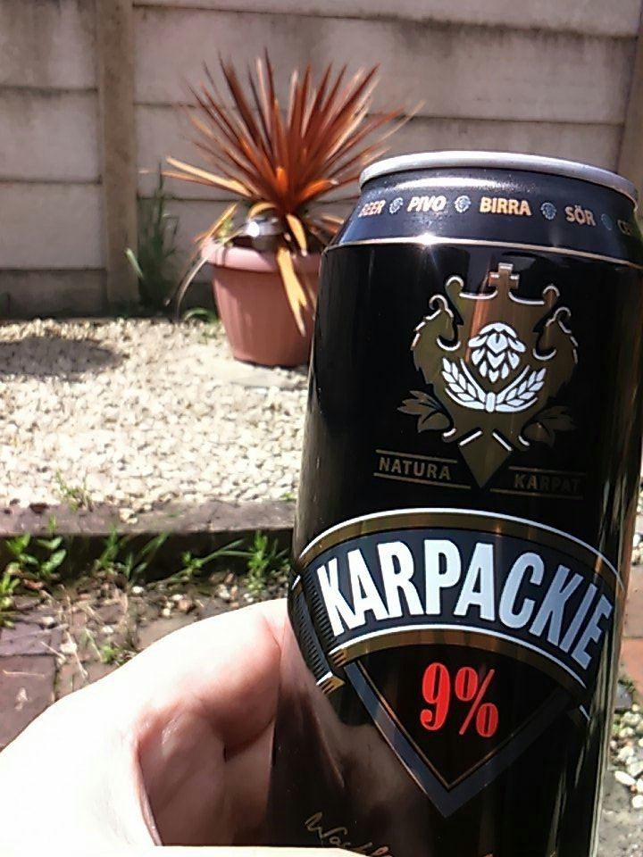 Sitting in the sun sipping the #nectarofthegods  #KARPACKIE  this is what weekends are made for  @sipsKarpackie #beeroclock #SaturdayLove<br>http://pic.twitter.com/rFf6y90nFi
