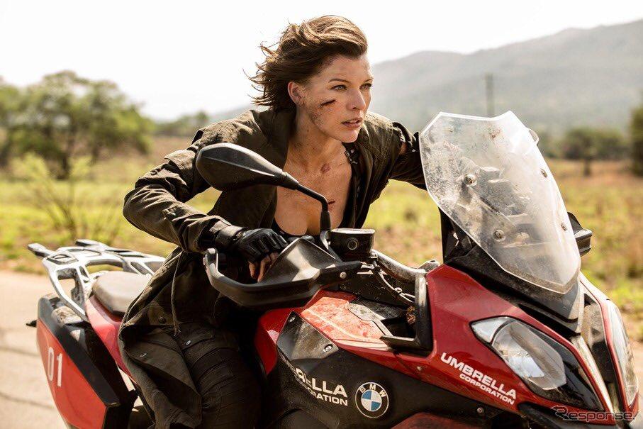 バイオハザードバイクに乗っているアリス