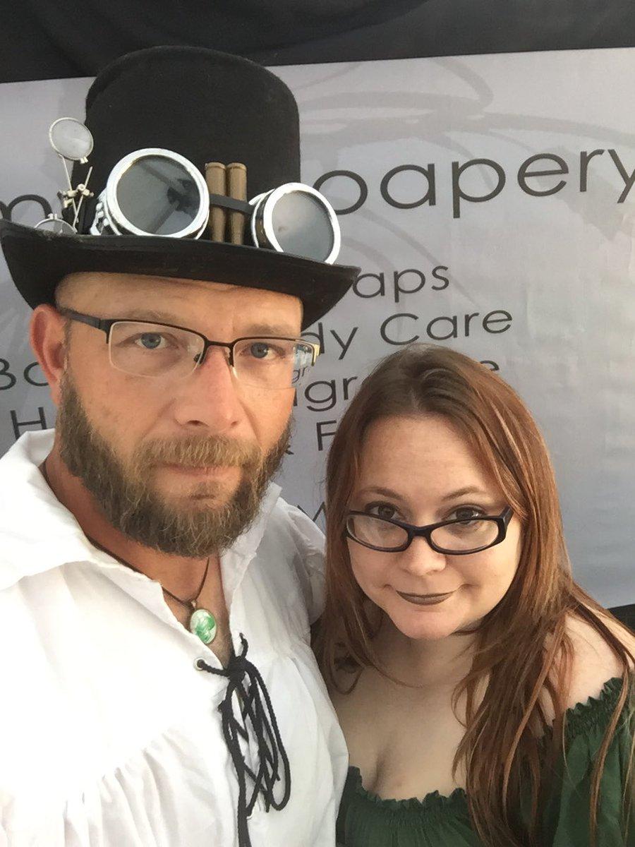 #theadventuresofmikeandjenn #centralmissourirenaissancefestival #centralmorenfest #renfest #artisan #cosplay #beard #steampunk #soappic.twitter.com/EB2sPpbHUn