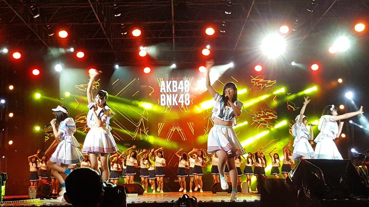 AKB48 น่ารักมากๆ เสียดายมาแค่ 3 เพลง #AKB48 #bnk48  #ViralFestAsia2017 https://t.co/ncos3ESPro