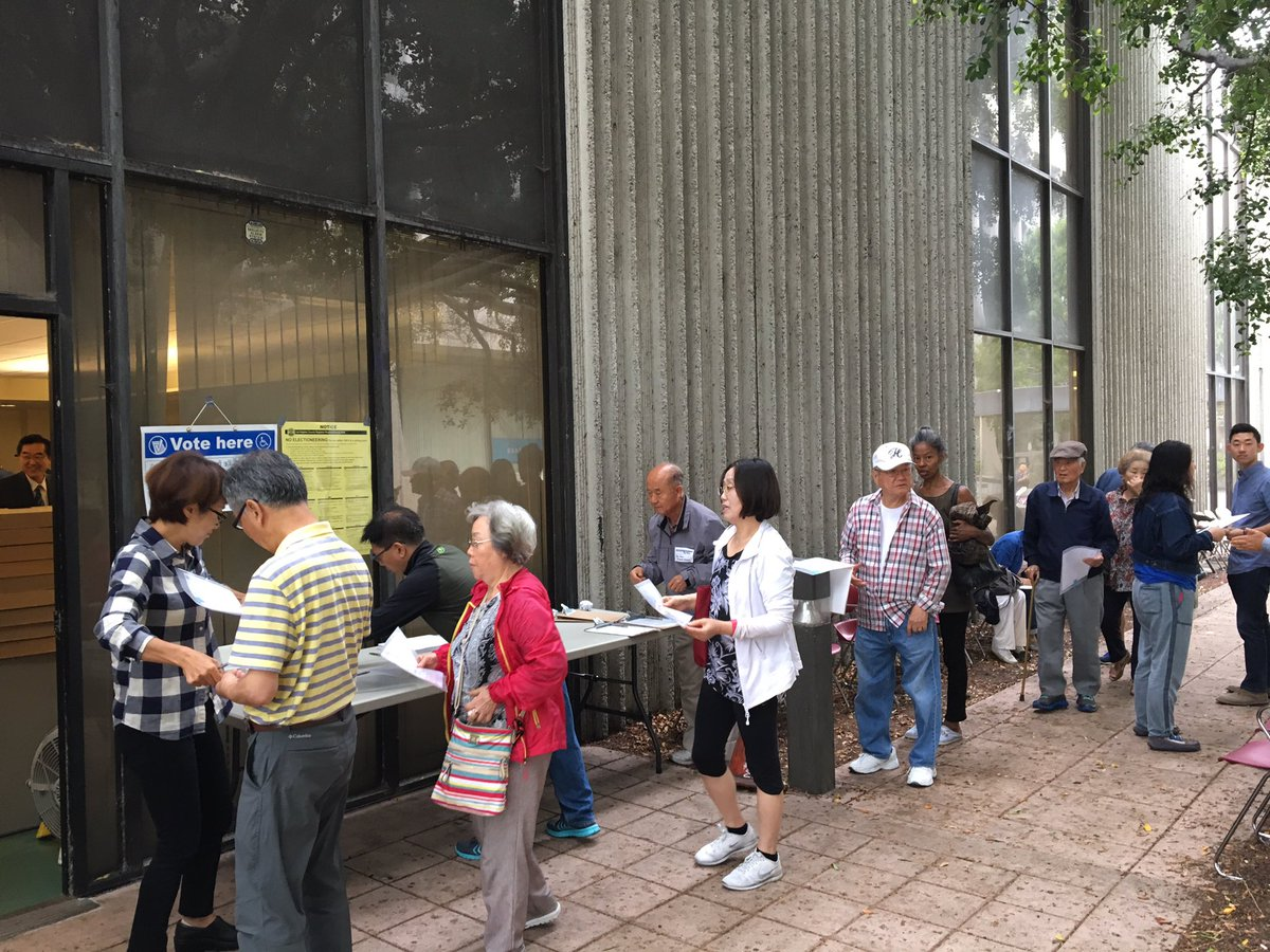 Voters line up for early voting over the weekend at Pio Pico Library in Koreatown (Christine Mai-Duc / Los Angeles Times)