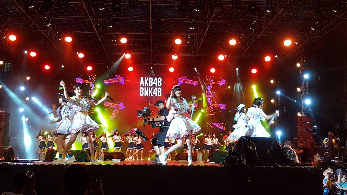 AKB48 vs BNK48  #ViralFestAsia2017  #AKB48 #bnk48 https://t.co/uLwBrdlTjT