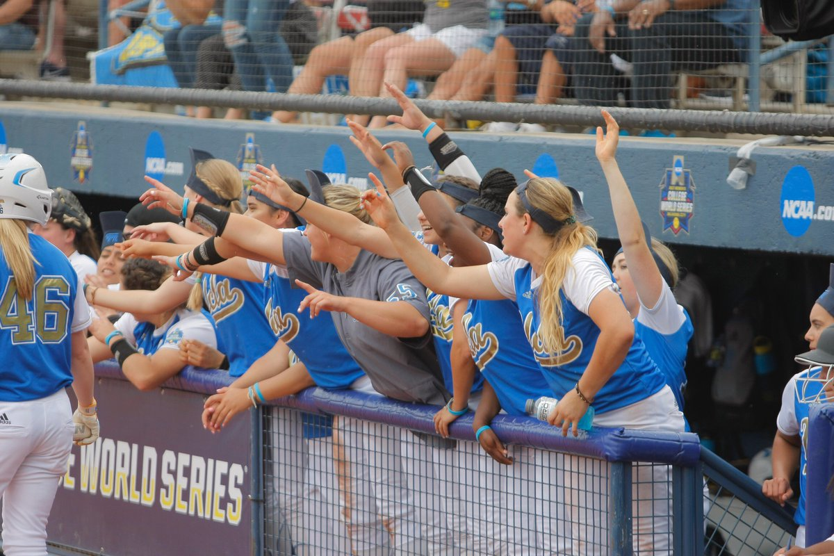 The Bruins ripped five runs in the 7th! #WCWS