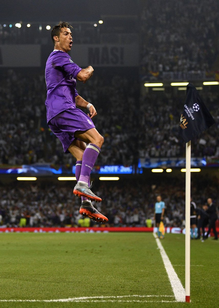Ronaldo marcou 10 de seus 12 gols no mata-mata!   5 no Bayern  3 no Atléti  2 na Juventus  Artilheiro da Champions! DE NOVO!   MONSTRO!