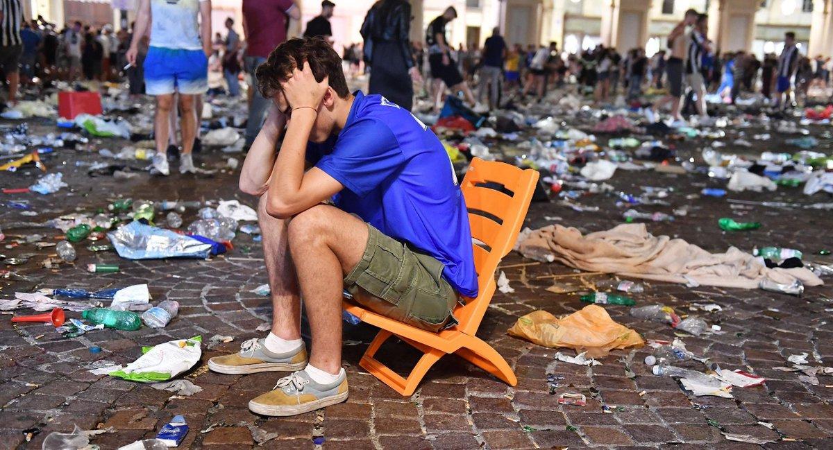 Panico a Torino per Juventus-Real Madrid: ci sono feriti a Piazza San Carlo. Le immagini in diretta di un cronista internazionale