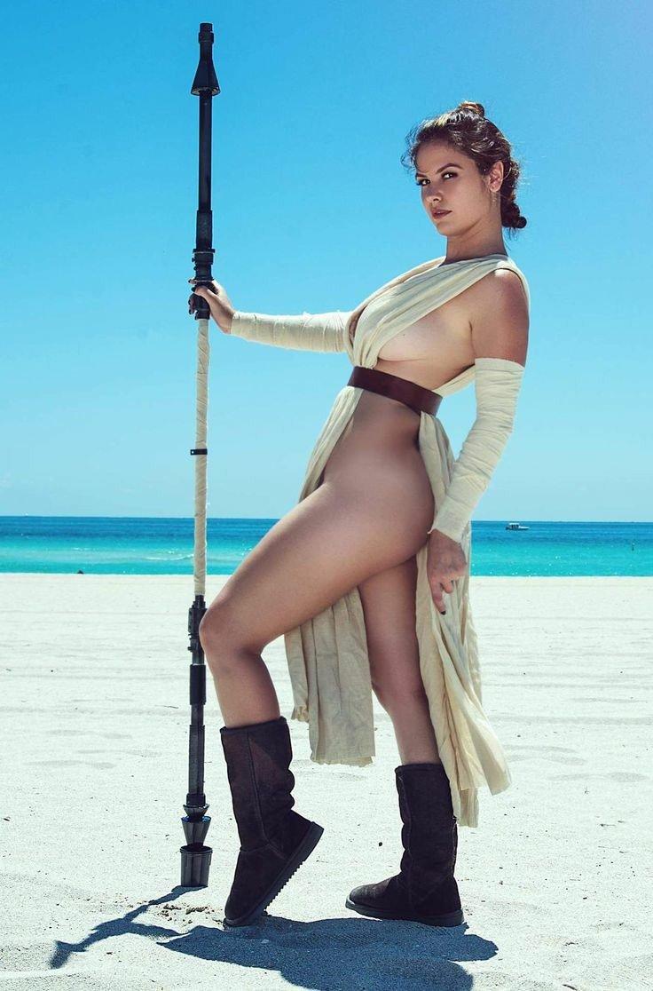 Carmen electra naked hd