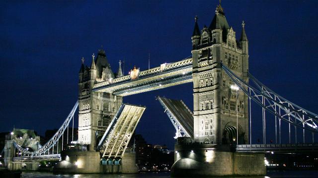 Americans who think this is London Bridge  #ThingsThatLeaveBritainReeling https://t.co/Oo71LNzfD6