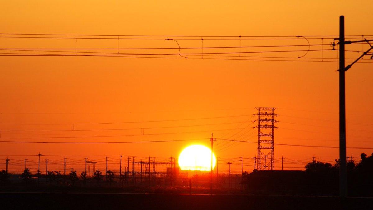 綺麗な夕焼けでした♪ヽ(´▽`)/ https://t.co/73HtQpYMMq