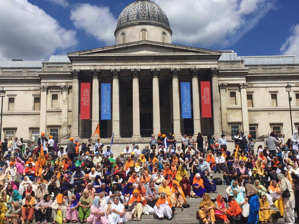 Trafalgar Square just now.  # https://t.co/cikfjquOAw