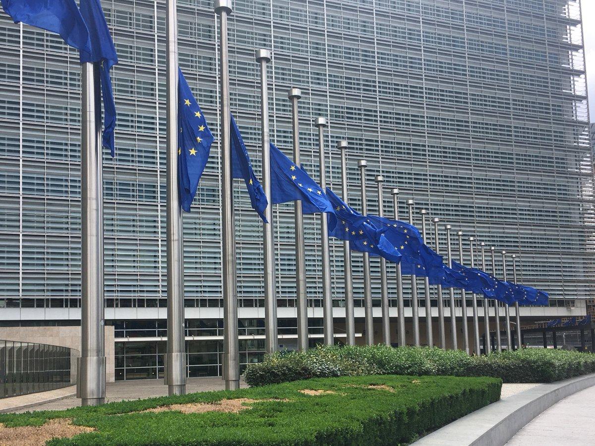 Flags at the @EU_Commission at half mast #LondonAttacks https://t.co/RFrLrbzs8r