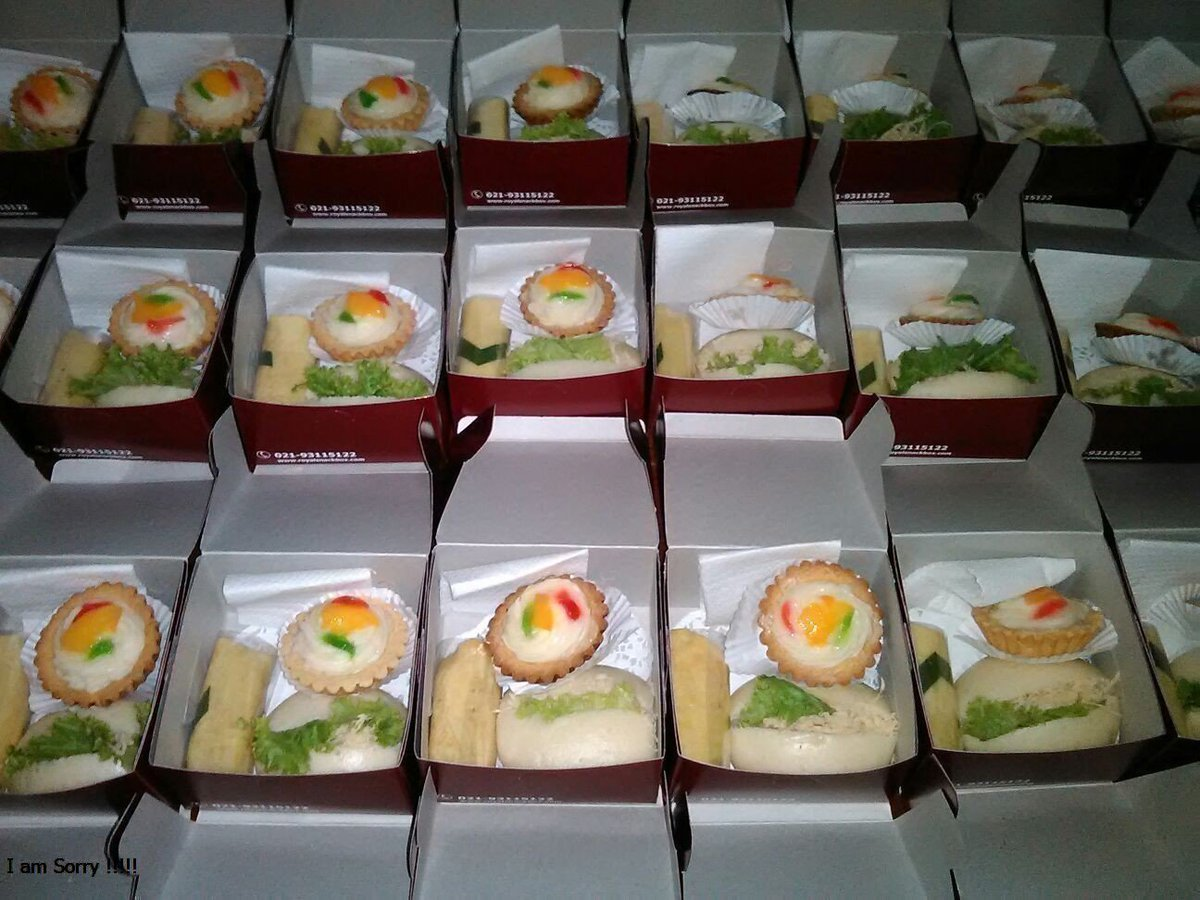 "Royal Snack Box a Twitter: ""Pesan Snack Box terpercaya di Jakarta. Pilihan  Kue Beragam dan Rasa yang lezat di @RoyalSnackBox #Snack #Takjil  https://t.co/EwUNBILK9q… https://t.co/lw6l3xSqPO"""