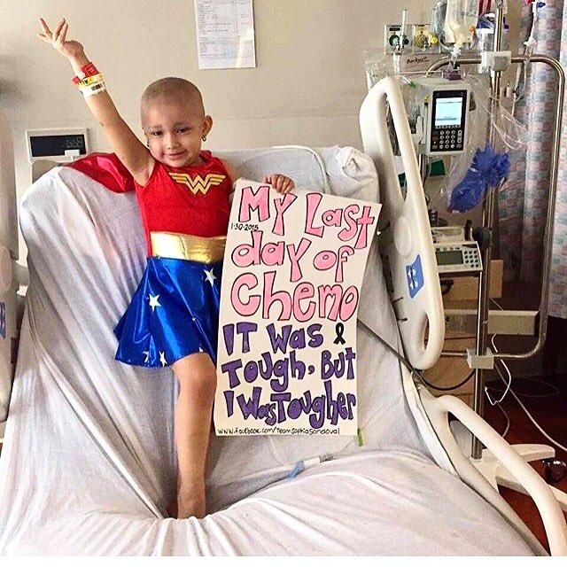 """Meu último dia de quimioterapia. Foi difícil mas eu sou mais durona!"" ❤ #WonderWoman #MulherMaravilha #DcComics https://t.co/sHamlHZgzj"