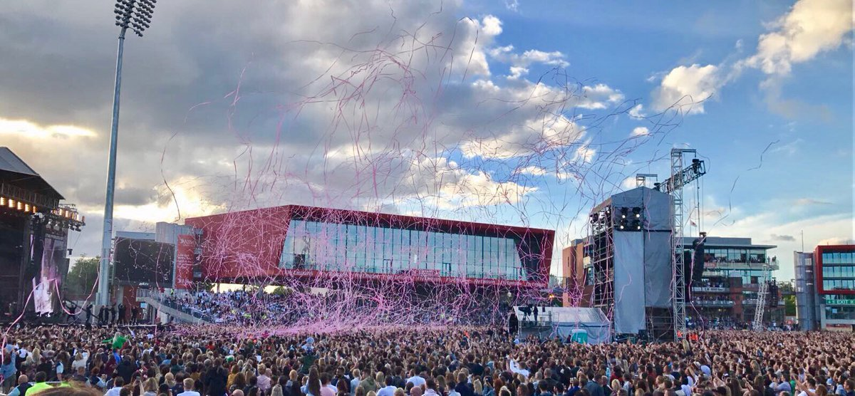 Amazing welcome for Little Mix at Old Trafford. #OneLoveManchester https://t.co/yGt2CXPbFL