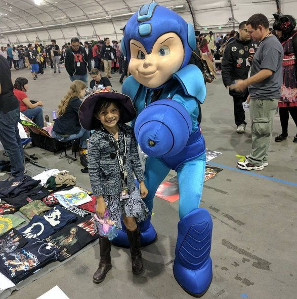 Holy crap. That creepy Mega Man costume survived. Someone was wearing it at Fanime. https://t.co/hjMwqX3duf https://t.co/79j1JXkGZe