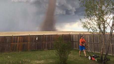 Man who mowed lawn with tornado behind him says he 'was keeping an eye on it' https://t.co/jrslbUu0gf https://t.co/phqKM4e0nx