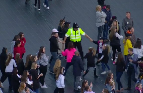 #OneLoveManchester this picture says a thousand words ❤️... https://t.co/jBJg9ZZd7O