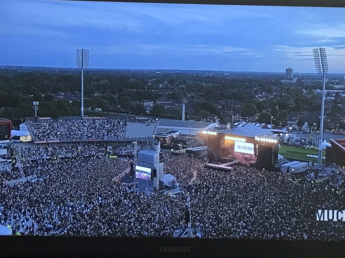 For the love for #OneLoveManchester ❤️