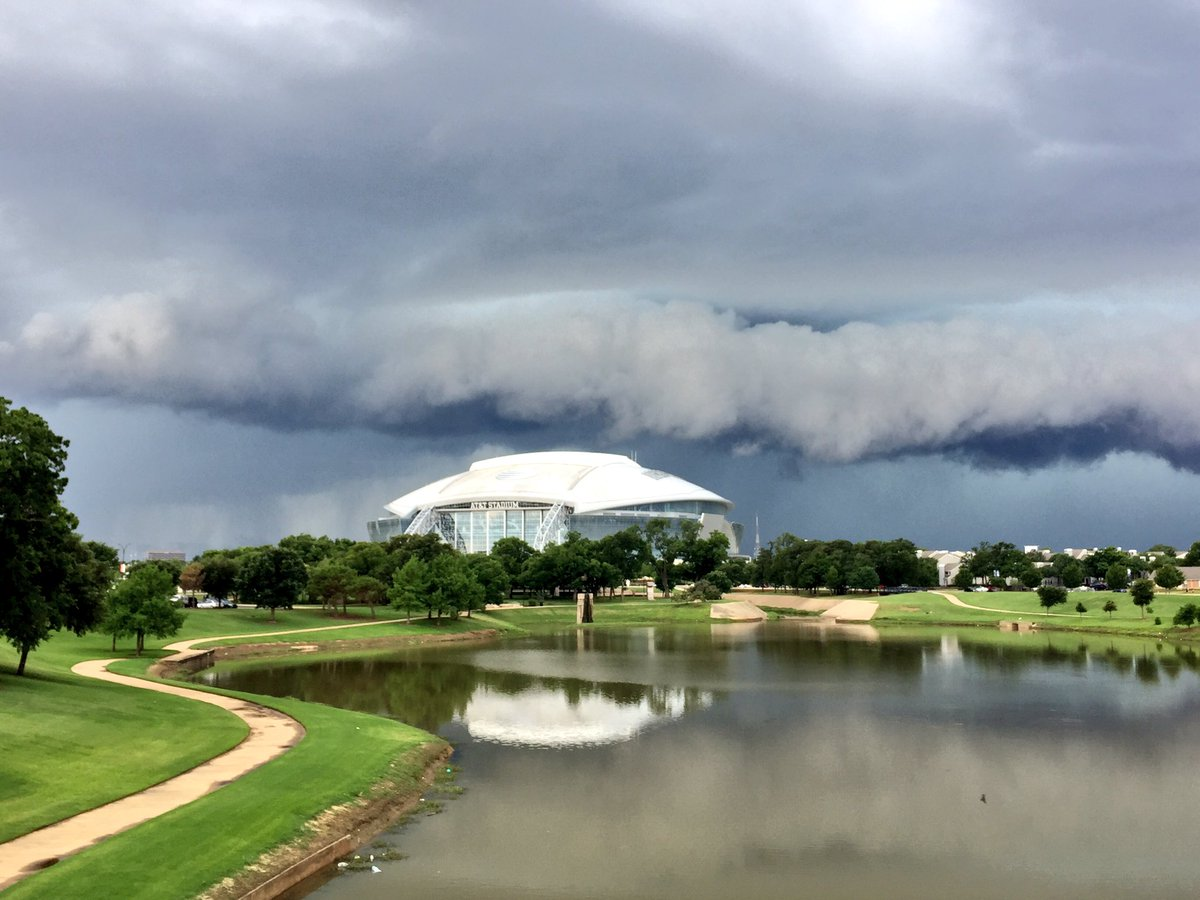 Everything is bigger in Texas. Our weather & our stadiums. https://t.co/eRDNXMML9L