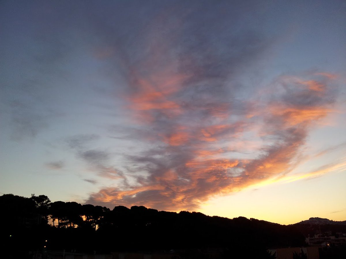 #LeCannet near #Cannes from my #windows... au rendez-vous...<br>http://pic.twitter.com/WqQ7i5W2C9