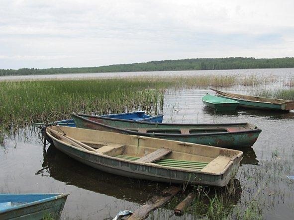 рубка лодки в большом камне