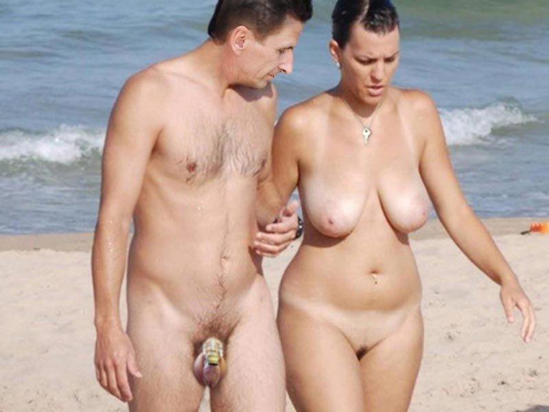 Муж с женой голые на пляже