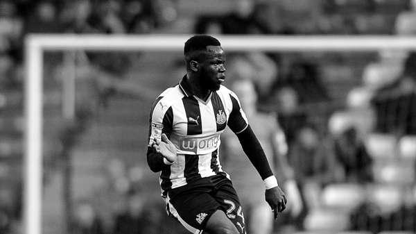 LUTO! Marfinense Tioté, ex-Newcastle, morre após passar mal em treino na China: https://t.co/GRYhSveBTH