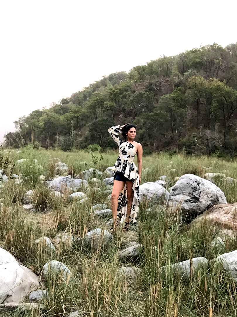 Sunny Leone Adventure 5